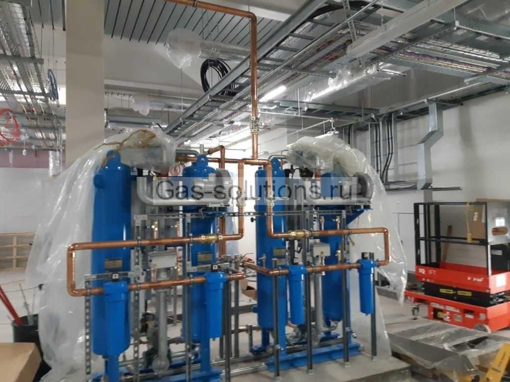Кислородный генератор в процессе монтажа